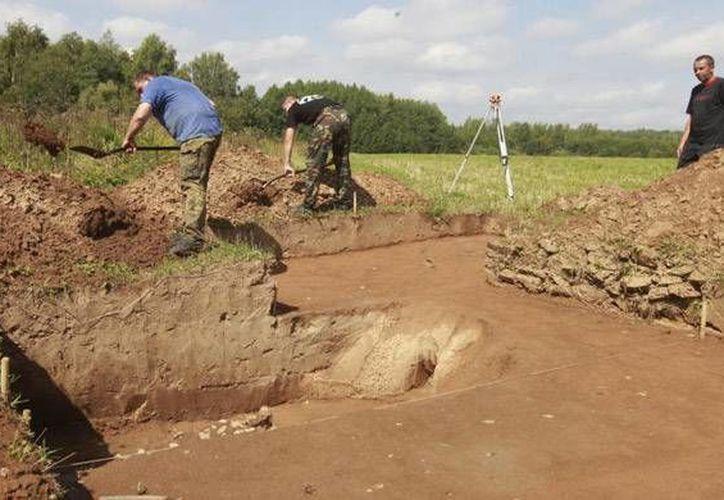El cuerpo fue descubierto en un montículo en la región de Omsk que data del siglo XI o XII. (Andrei Makhonin/Vedomosti/themoscowtimes.com)