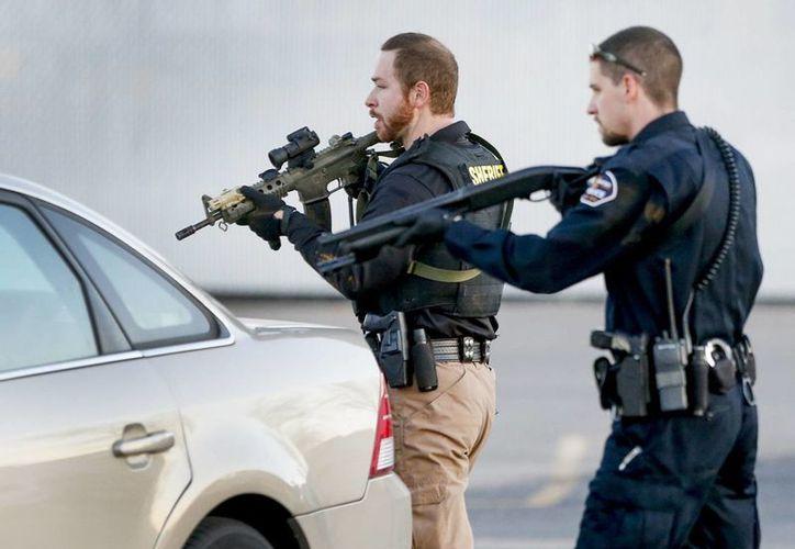 La policía de Hesston indicó que el autor del tiroteo es uno de los empleados de una fábrica donde comenzó el fuego. (AP)