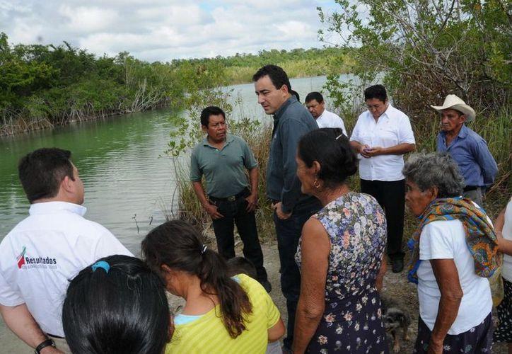 Los habitantes manifestaron que del lado del río existe una fuente de abastecimiento de agua dulce, la cual podría ser viable para el proyecto. (Cortesía/SIPSE)
