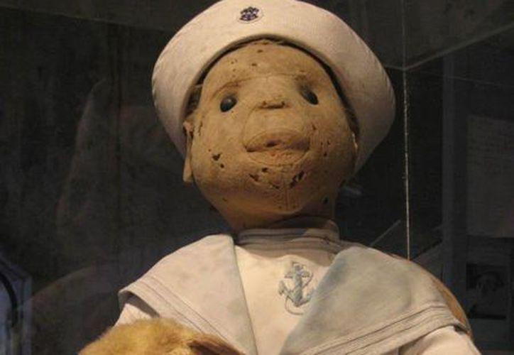 Este es el muñeco 'Robert', similar al de Peto. Actualmente, está en un museo en Estados Unidos y afirman que continúa presentando actividad paranormal. (SIPSE)