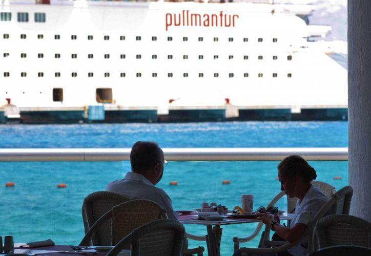 La naviera Pullmantur usará como Home Port dos puertos mexicanos, uno de ellos está en Cozumel. (Gustavo Villegas/SIPSE)