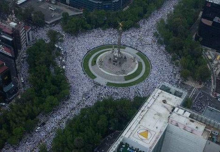 El 27 de junio de 2004 se realizó en la Ciudad de México 'La Gran Marcha Blanca', donde los ciudadanos exigieron más seguridad en el país. (Milenio)