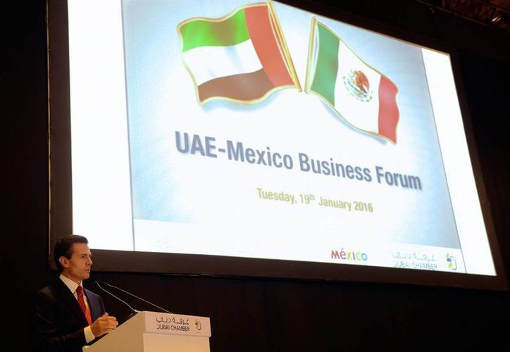 Al participar en el Foro de Negocios Emiratos Árabes Unidos-México, el presidente Enrique Peña Nieto dijo que este primer encuentro empresarial servirá para que los inversionistas de ambas regiones puedan acercarse más. (Imágenes de Notimex)