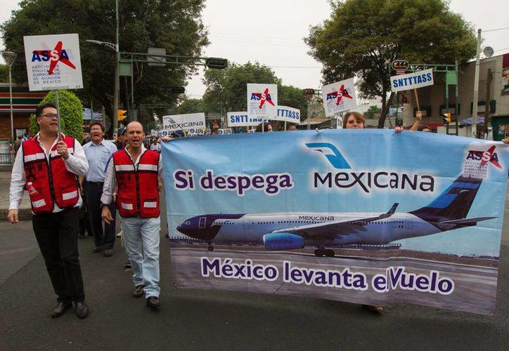 Trabajadores de Mexicana exigen una solución al conflicto de la aerolínea. (Archivo/Notimex)
