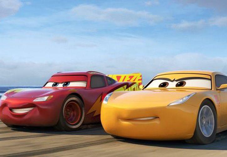 Cruz Ramírez, el carro de origen mexicano, ayudará McQueen en una nueva aventura. (Foto: Contexto/Internet)