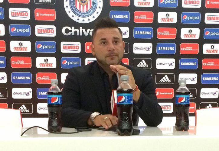 Antonio Mohamed busca ganar todos los trofeos posibles con los 'rayados' este semestre, en la imagen el 'Turco' en conferencia de prensa antes de enfrentar a las Chivas por la Liga MX. (Notimex)