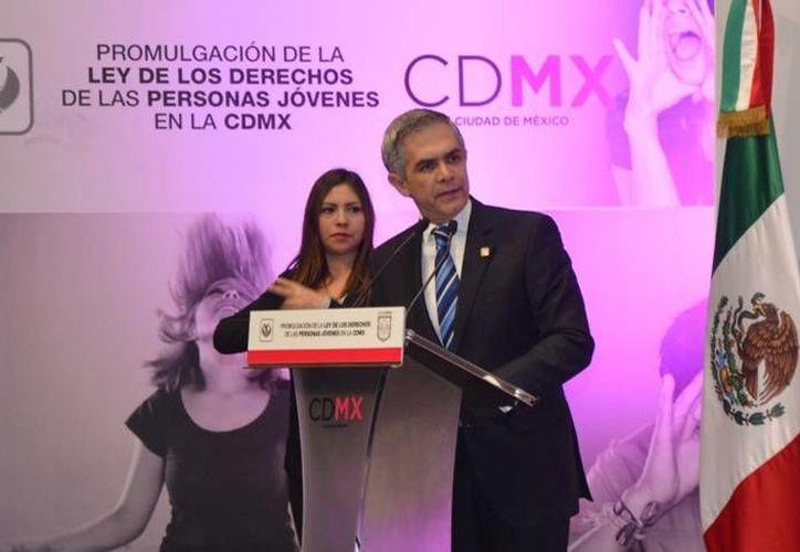 Miguel Ángel Mancera destacó que esta ley no busca ser paternalista, sino que hará de los jóvenes, protagonistas para el desarrollo de la Ciudad de México. (df.gob.mx)