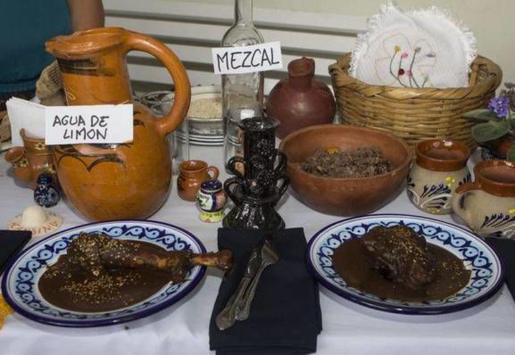 El Molé Poblano es uno de los platillos más emblemáticos de la comida mexicana. (ansalatina.com)
