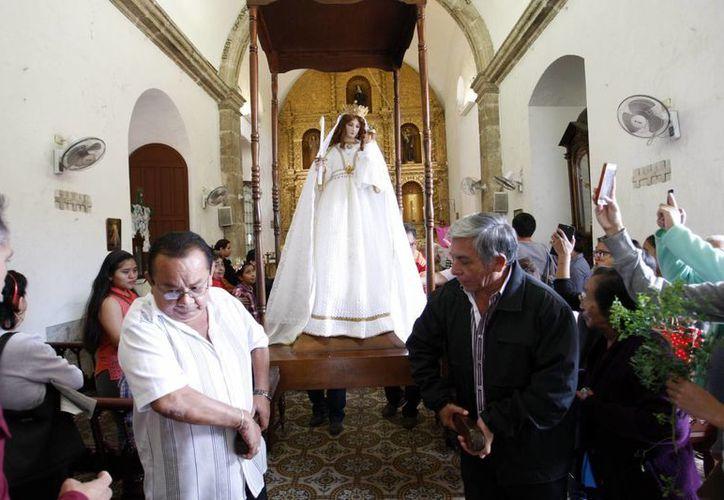 Este domingo dieron inicio las solemnidades de la Virgen de la Candelaria con la 'bajada' de la imagen. (SIPSE)