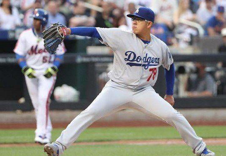 Julio Urías trabajó cinco entradas sin permitir carreras, recibió 5 hits y recetó 8 ponches en una destacada labor como abridor de los Dodgers en las Grandes Ligas.(Notimex)