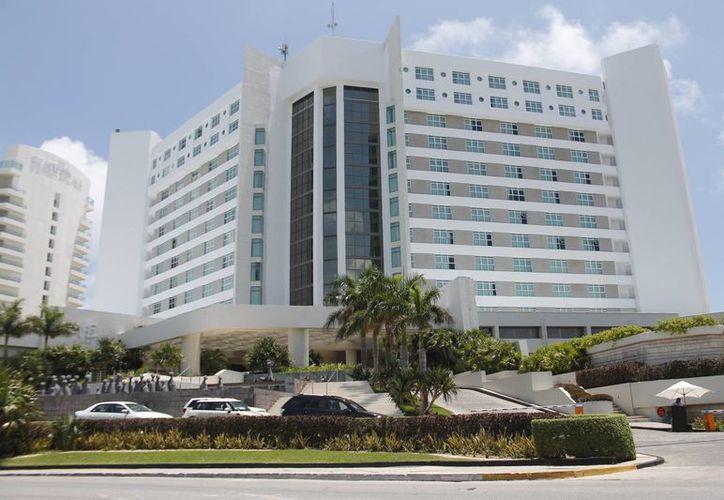 Actualmente, el hotel permanece con poco más de 70 por ciento de ocupación. (Jesús Tijerina/SIPSE)