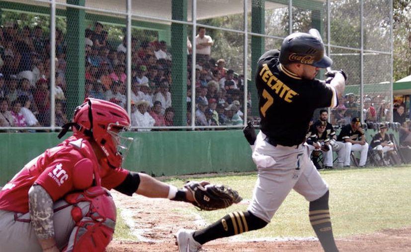 La afición de Telchac pueblo pudo disfrutar de un gran partido de buenos batazos. (Leones de Yucatán)