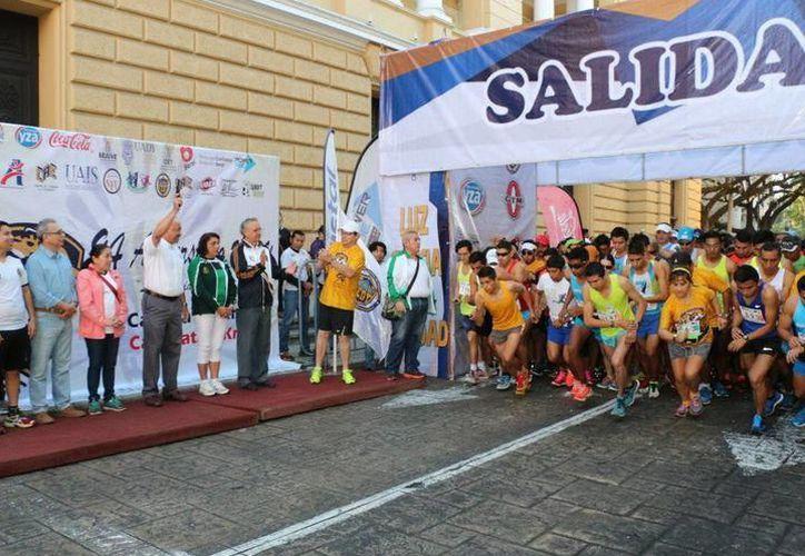 En la Carrera de Aniversario por los 94 años de la Universidad Autónoma de Yucatán reunió a más tres mil 300 competidores.