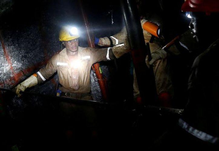 Los trabajadores no se encuentran en peligro y recibieron agua y comida. (Foto: La Vanguardia)
