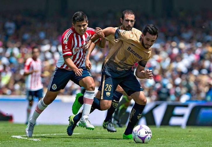 Chivas iniciará el torneo Clausura 2017, ante Pumas de la UNAM, el próximo sábado 7 de enero.(Foto tomada de Futbol Total)