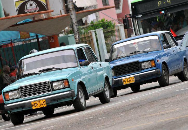 En 2011 un decreto gubernamental puso fin a medio siglo de prohibiciones y límites para las transacciones de vehículos. (Archivo/EFE)