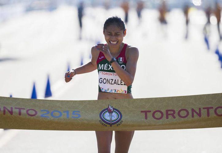 María Guadalupe González dominó toda la prueba de los 20 kilómetros de la justa panamericana en Toronto 2015 y dio a México el oro número 12. (AP)