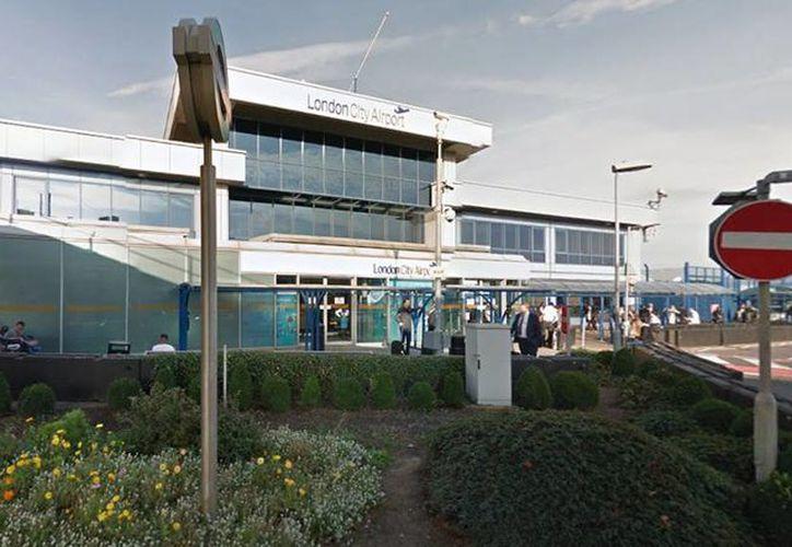 El aeropuerto londinense London City Airport fue evacuado tras sonar la alarma de incendio. (Google maps)