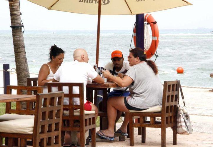 Visitantes aseguran que en Cancún no hay casos de zika. (Tomás Álvarez/SIPSE)