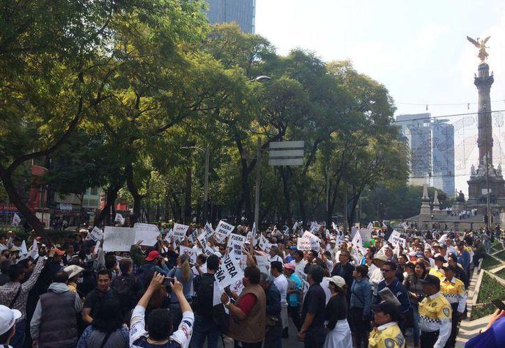 Diferentes grupos de ciudadanos protestan en la Ciudad de México contra el alza de la gasolina. (animalpolitico.com)