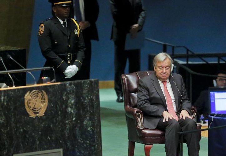 El ex primer ministro portugués Antonio Guterres ganó las seis votaciones, que incluyeron a 13 candidatos: siete mujeres y seis hombres. (AP/Bebeto Matthews)