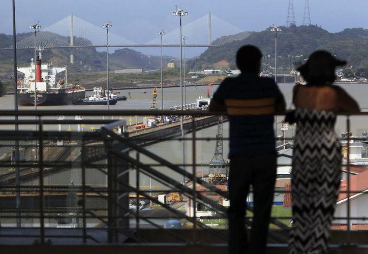 Vista general de la esclusa de Miraflores en el Canal de Panamá este 31 de diciembre de 2013. (EFE)