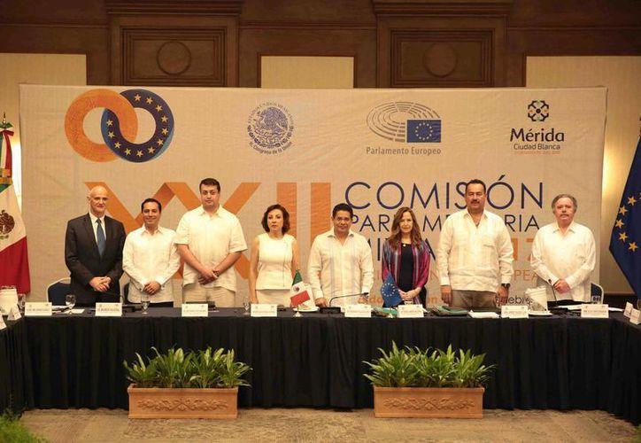 El alcalde de Mérida, Mauricio Vila, inauguró este miércoles la XXII Reunión de la Comisión Parlamentaria Mixta México-Unión Europea, que llega a su fin este jueves. (Fotos cortesía del Ayuntamiento)