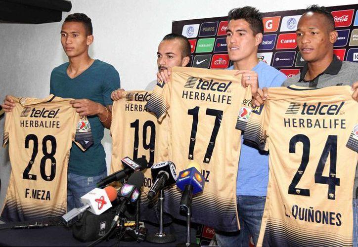 Francisco Meza, Mathías Vidangossy, Hibert Ruiz y Luis Quiñones fueron presentados como los fichajes de los Pumas de la UNAM que esta temporada tienen el reto de la Copa Libertadores y conseguir el título del Clausura 2016. (Notimex)