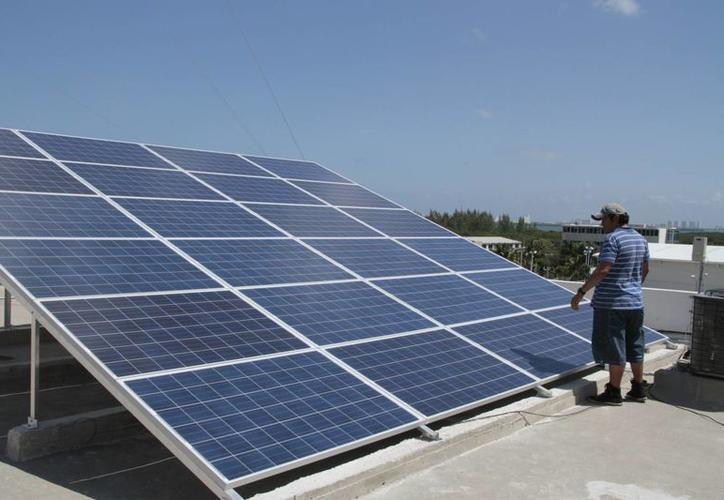 Con los paneles solares instalados en el estacionamiento, la UTM estima una reducción del 15 al 20% en consumo de energía eléctrica, cuya facturación mensual alcanza los 250 mil pesos. (SIPSE)
