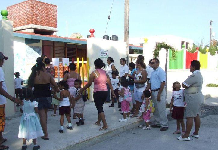 """La asociación civil """"Acción Ciudadana de Tulum en Movimiento"""" pide que se dé más importancia a la atención a niños con autismo. (Rossy López/SIPSE)"""