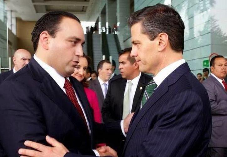 El  ex gobernador de Quintana Roo, Roberto Borge , con al ex presidente Peña Nieto (Foto: Sipse/Archivo)