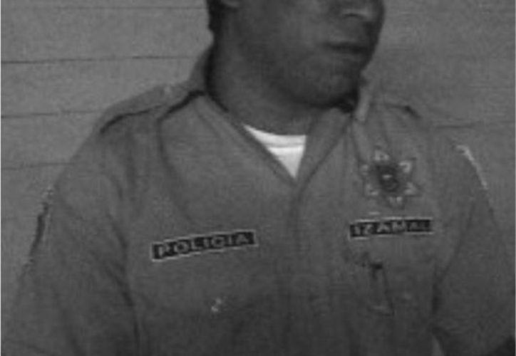 Reynaldo Cobá, en foto tomada cuando se desempeñaba como comandante de la policía de Izamal. Él cuenta varias experiencias que no tienen explicación lógica. (SIPSE)