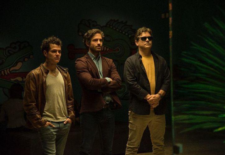 Alfonso Dosal, Osvaldo Benavides y Martin Altomaro en la película de comedia, Todo mal. (Foto: Superluchas)