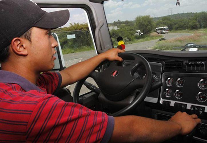 El lunes se realizó una caravana de transportistas con el propósito de llamar la atención de los legisladores y de la Secretaría de Hacienda.  (Milenio)