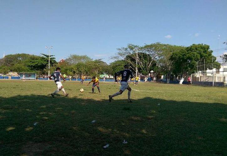 El equipo albiazul tuvo el control de la media cancha en todo el partido. (Jorge Acosta/SIPSE)
