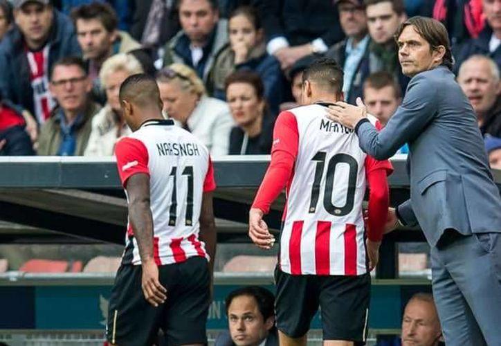 Con pase a gol de Andrés Guardado concretado por su compañero en la selección mexicana, el defensa Héctor Moreno,. PSV ganó 3-1 a Utrecht pasar acercarse al líder de la Liga en Holanda, el Ajax. (goal.com)