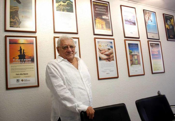 Armando Palma Peniche, presidente del Consejo del Grupo Promotora Residencial y de la Fundación Educar para Producir, posa para la foto en sus oficinas centrales en Mérida. (Milenio Novedades)