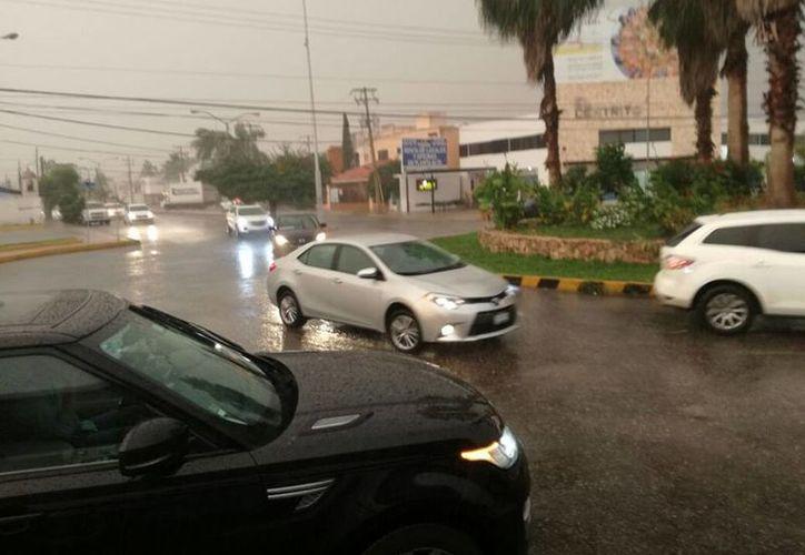 """""""Nate"""" todavía favorecería durante las siguientes horas fuertes lluvias en las porciones norte de Quintana Roo y noreste de Yucatán. (Milenio Novedades)"""