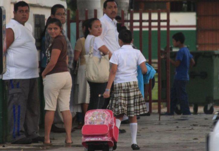En las escuelas de preescolar la entrada a clases fue a partir de las ocho de la mañana. (Harold Alcocer/SIPSE)