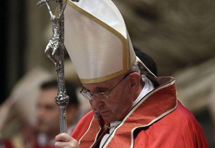 """Francisco pidió que quien desee entrar en la Iglesia lo haga por amor, para """"dar todo el corazón"""". (Agencias)"""