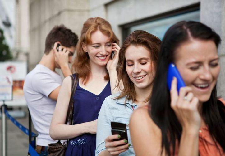 El uso prolongado del celular puede causarte daños en la piel. (Foto: Contexto)