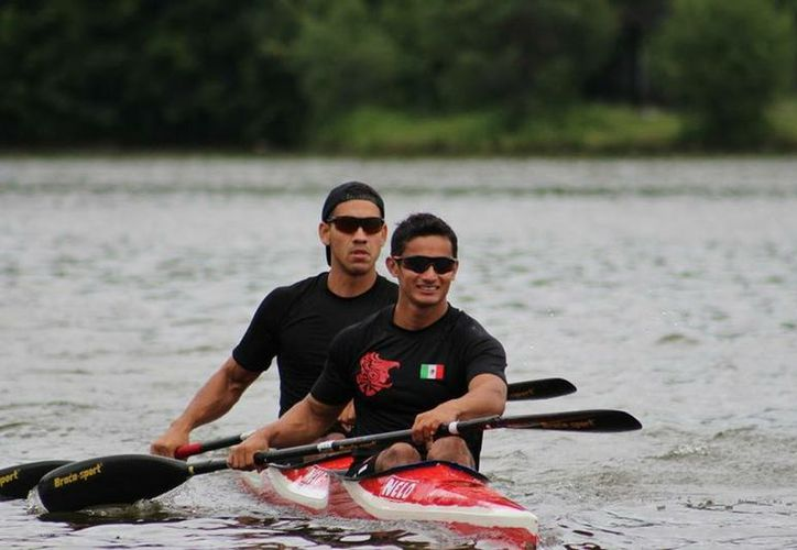 Javier López y Osvaldo Fuentes ganaron la modalidad de K-2 mil metros. (Redacción)