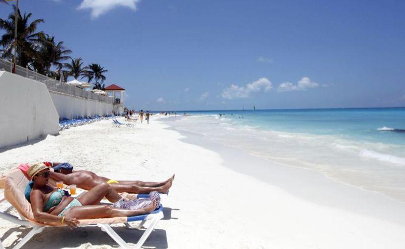 El problema de la erosión se podría agravar en caso de que se presentara un huracán, razón por la cual el sector hotelero insiste en que se reactive el Comité de Recuperación de Playas. (Jesús Tijerina/SIPSE)