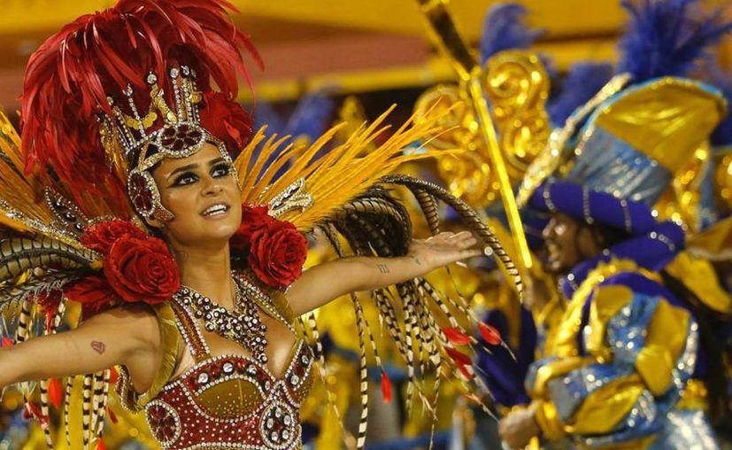 Los desfiles de las Escolas do Samba son lo más esperado del Carnaval de Río de Janeiro, que este 2017 estará blindado por las Fuerzas Armadas de Brasil. Archivo/The Associated Press)