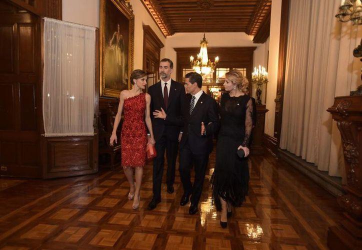 Los Reyes Felipe VI y Letizia acudieron a la recepción que el presidente Peña Nieto ofreció en su honor en Palacio Nacional. (Presidencia)