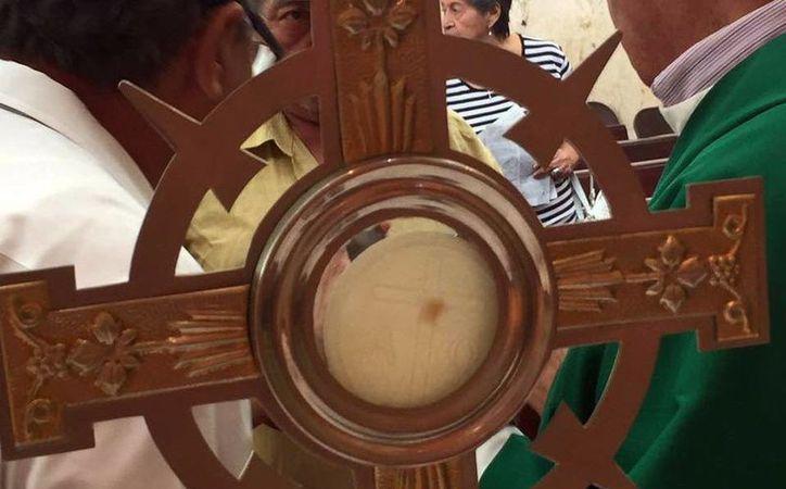 Una mancha surgió en la hostia, en la de la Capilla de Guadalupe, al norte de Mérida. (Archivo/SIPSE)