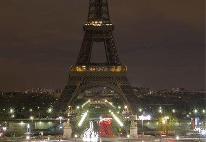 La Torre Eiffel tiene la particularidad de depender de sus medios de ascensión. (EFE).