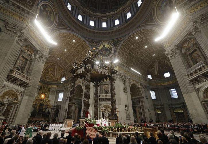 El Papa Francisco ofició una misa para los presos en la Basílica de San Pedro en el Vaticano este 6 de noviembre del 2016. (AP Photo/Gregorio Borgia)