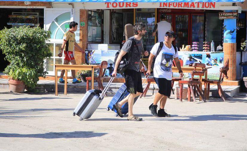 La afluencia de visitantes a la isla ha disminuido con las noticias del colapso que se vivió. (Luis Soto/SIPSE)