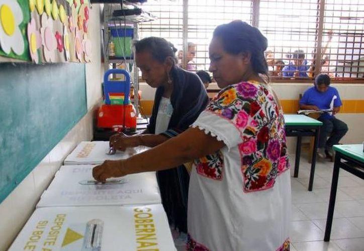 Encuestas recientes le dan la ventaja al candidato del PRI, Mauricio Sahuí, con 45.5% de la votación, ante 37.1% para el aspirante del PAN, Mauricio Vila. (SIPSE)